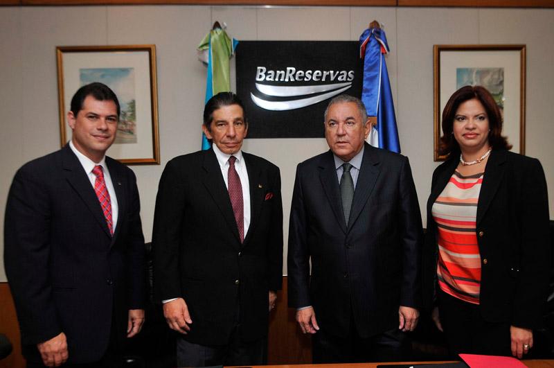 Santo Domingo Motors y Banco de Reservas han firmado un acuerdo con el propósito de beneficiar a las PYMES con préstamos de vehículos, equipos y maquinarias ...