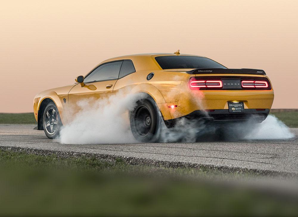 El Hennessey Dodge Demon Rompe el Asfalto con 1,035 Hp