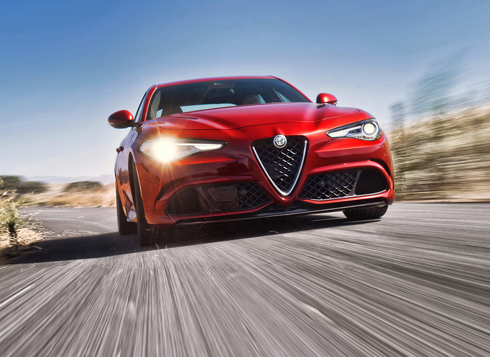 "Alfa Romeo Giulia Quadrifoglio Repite el ""Performance Car of the Year"" de What Car"